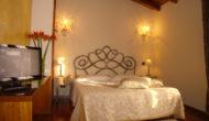 Camera matrimoniale con poggiolo-Hotel Isola di Caprera
